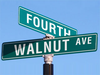 A photo of a street sign that reads 4th and Walnut