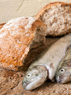 A photo bread and fish