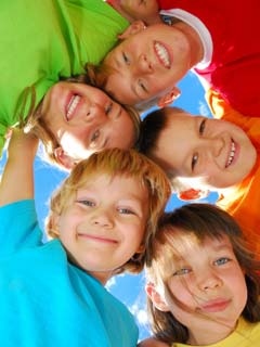 A colorful photo of 5 smiling childeren